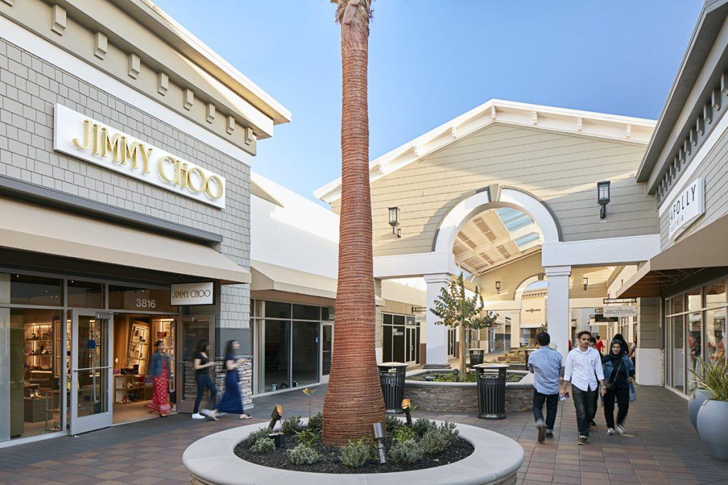 3e27e98ded34 Mention your visit to the centre and you ll receive a San Francisco Premium  Outlets® gift card when you reserve a room at Hawthorn Suites by Wyndham or  ...